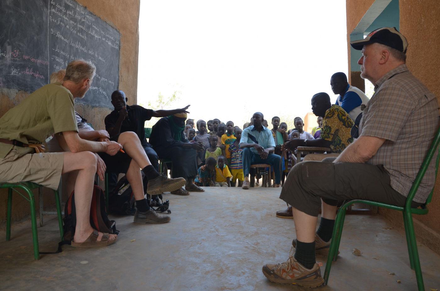 Réunion entre professeurs et membres de Mariam Faso